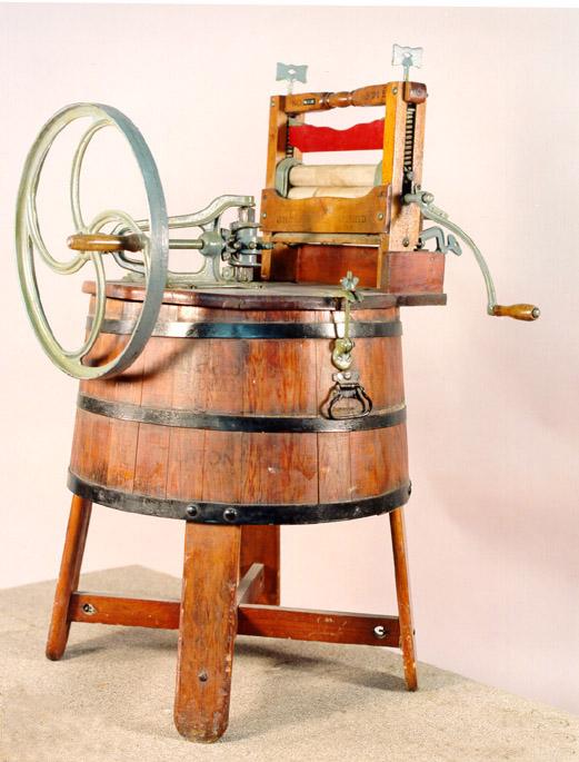 ...машин не существует в наше время, это и профессиональная стиральная машина для прачечной, для дома, автомат...